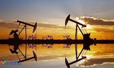 Oil mixed on US production fall, possible Saudi output rise