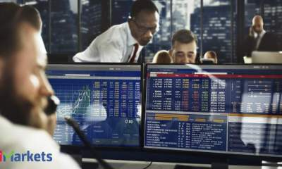 European stocks deepen losses, airlines slump on UK travel ban woes