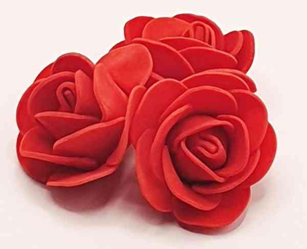 fleur embellissement mousse rose rouge