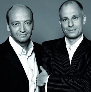 Klingen zum Glück gar nicht immer so seriös, wie sie hier aussehen: radioeins-Chef Robert Skuppin und Volker Wieprecht (Foto: Jenny Siebold)