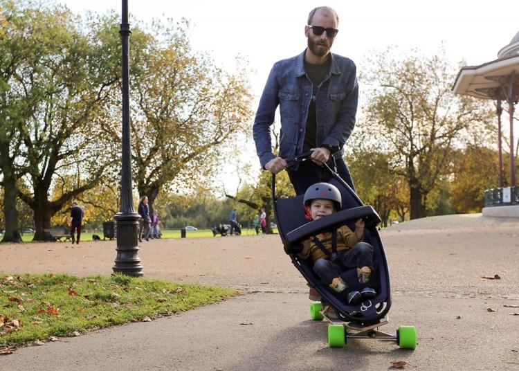 Testfahrt in London: So gemütlich soll man mit dem Longboard-Kinderwagen unterwegs sein können (Foto: Quinny/Pr)