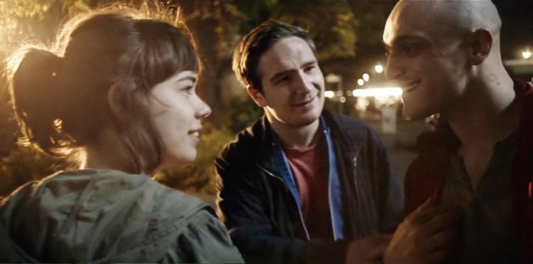 """Noch ahnt höchstens einer der drei, was im weiteren Laufe der Nacht noch passieren könnte: Victoria (Laia Costa), Sonne (Frederick Lau) und Boxer (Franz Rogowski) in """"Victoria"""" (Foto: Senator)"""