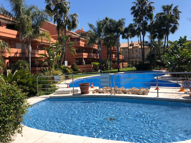 Banus beachside apartment sale& rent