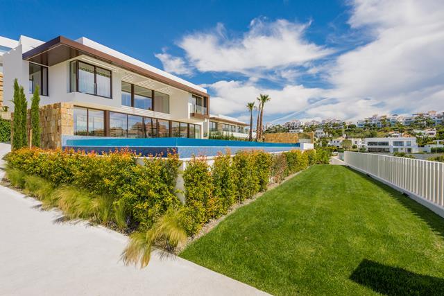 luxury modern golfline villa