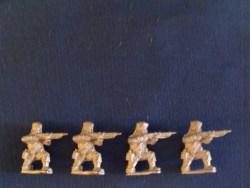 Infantry Kneeling in Glengarry