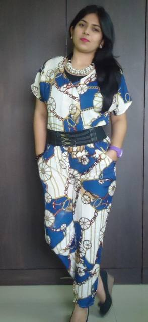 OOTD: outfit Printed Jumpsuit, pearl bib necklace, black wedges