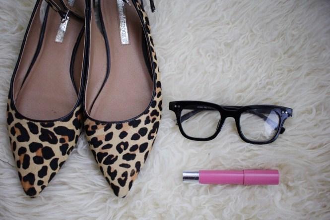 Fake glasses, glasses trend, fashion glasses, nerdy chic, mom accessory