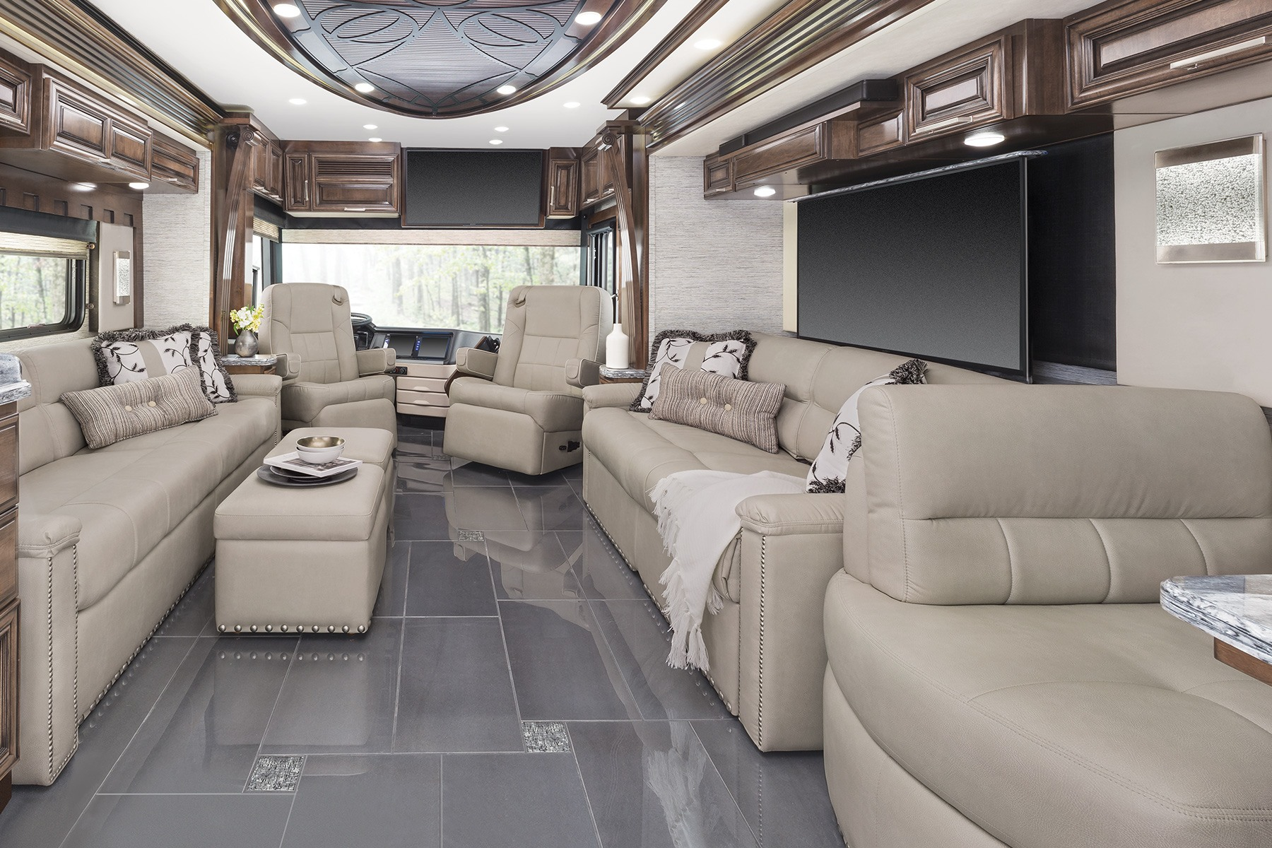 Newmar London Aire luxury motor coach  Newmar