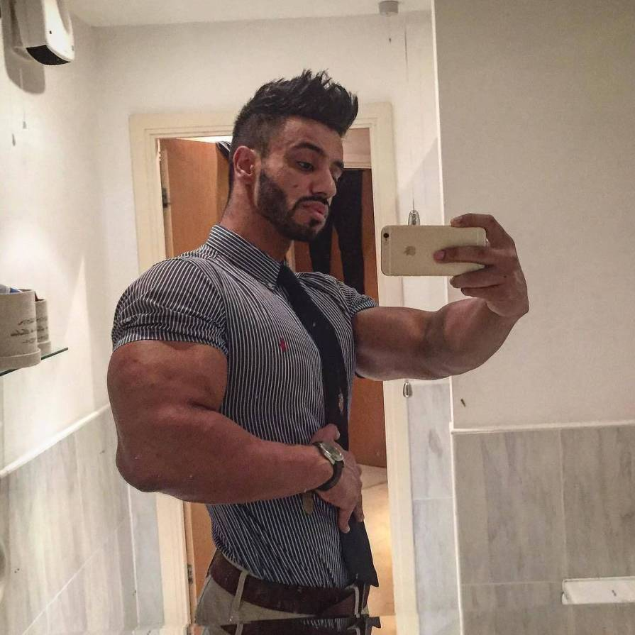 muscle fit t shirts uk