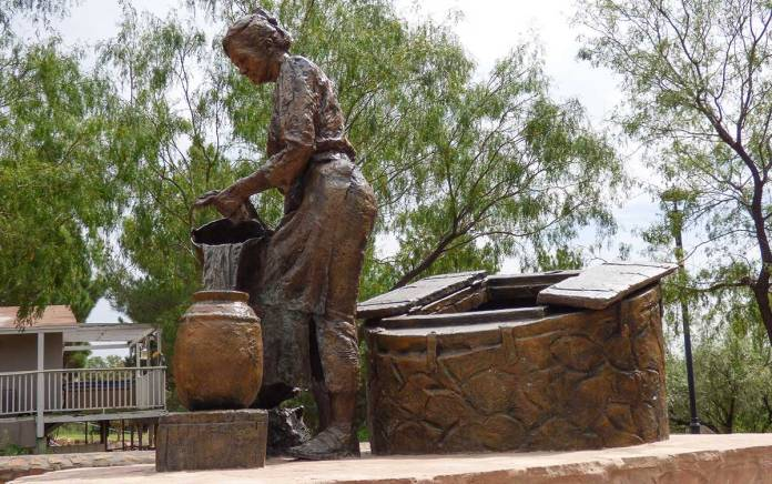 Doña Ana statue
