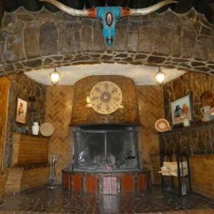 El Rancho Gallup fireplace entryway