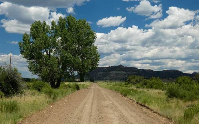 Dirt road to Dawson