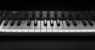 Native Instruments Komplete Kontrol M32 recensione