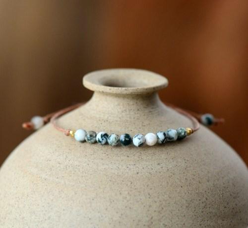 bracelet fin simili cuir et perle de jaspe