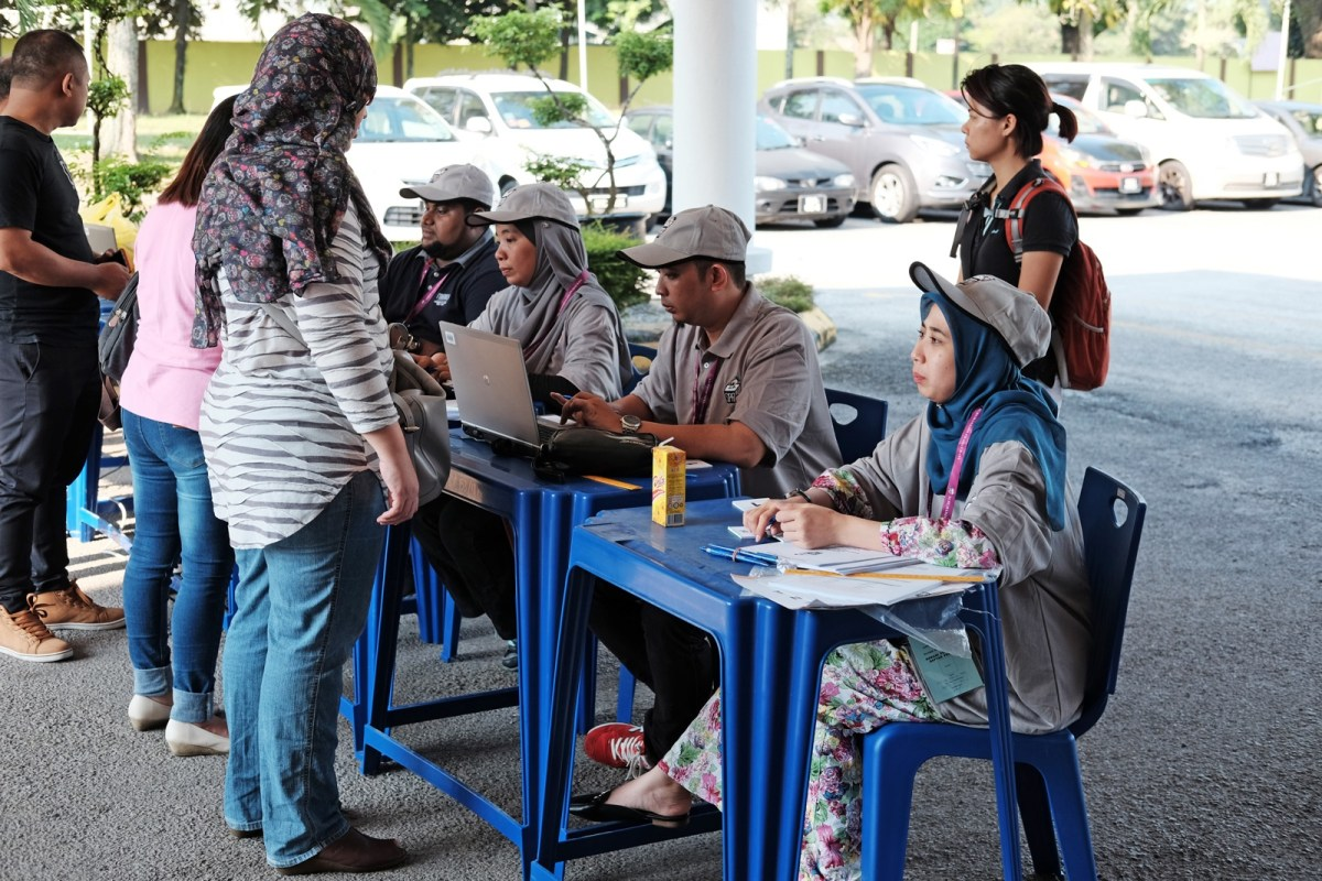 Malaysians Participate in 14th General Election - New Naratif