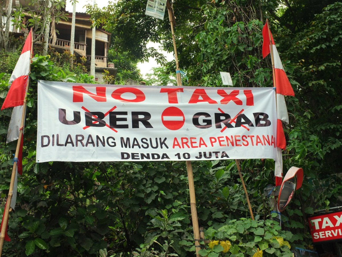 Protest Against Uber and Grab - New Naratif