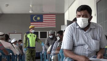 Kerajaan Malaysia membatalkan jaminan terdahulu yang menyatakan mereka tidak akan menangkap pelarian dan pendatang tanpa dokumen dengan harapan mereka akan diuji untuk COVID-19. Ribuan telah ditangkap dan ditempatkan di kem tahanan yang sesak sehingga menyebabkan kluster aktif yang baru.