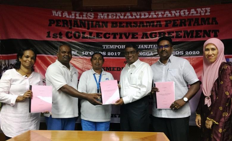 Ahli-ahli NUWHSAS (Saras berada di paling kiri) dan wakil-wakil NS Medik berjumpa di Ipoh untuk menandatangani perjanjian bersama pertama mereka pada 23 Oktober 2019.