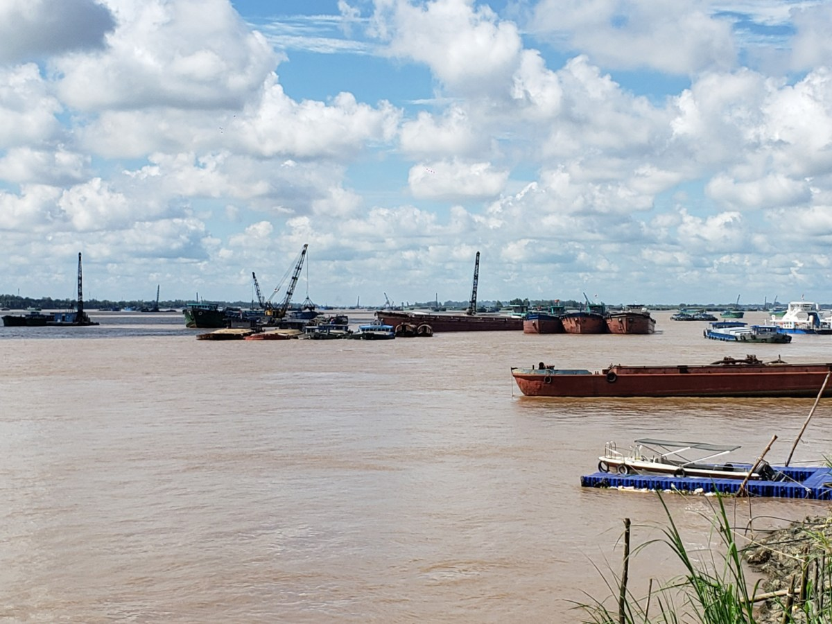 Shipping boats and dredgers form a blockade across the Mekong River in July 2021 near the Cambodia-Vietnam border, blocking ethnic Vietnamese fishers evicted from Phnom Penh waters from crossing into Vietnamese territory. (Danielle Keeton-Olsen)