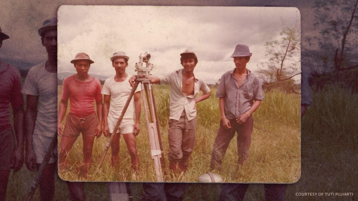 Tedjabayu handling a theodolite measuring tool with the Buru land survey team in the 1970s. Courtesy of Tuti Pujiarti
