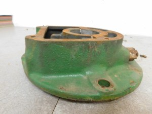 JD UNSTYLED B L.H MAIN BEARING HOUSING 10704