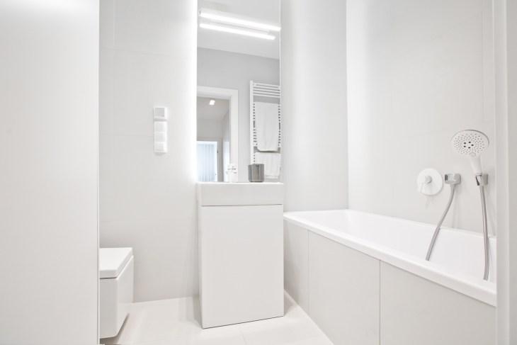 minimalistyczna łazienka, biała łazienka