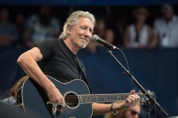 roger waters newport folk fest 2015