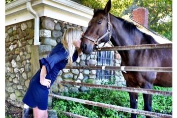 ck-bradley-kiss-a-horse