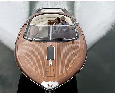Aquariva by Gucci Motors into Newport