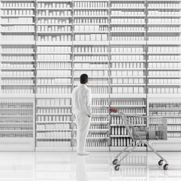 EY Switzerland New Reality Blog - White dressed up man standing in front of white products in a store