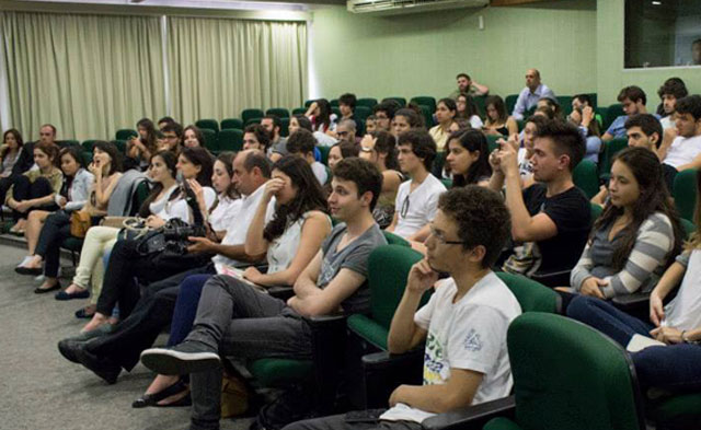 (Alunos da ESPM durante a palestra).