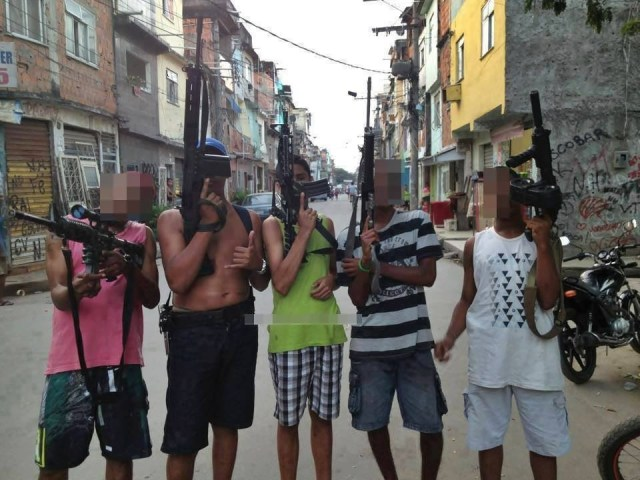 in-photos-the-social-media-of-brazils-gang-wars-article-body-image-1395351199