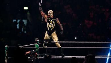 Photo of نجم WWE الشهير ينشر صورته بدون قناع