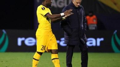 Photo of مورينيو يشن هجومًا لاذعًا على لاعبيه بعد توديع الدوري الأوروبي