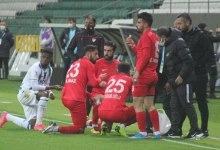 Photo of فيديو – حكم يوقف مباراة من أجل إفطار اللاعبين الصائمين في أرض الملعب!