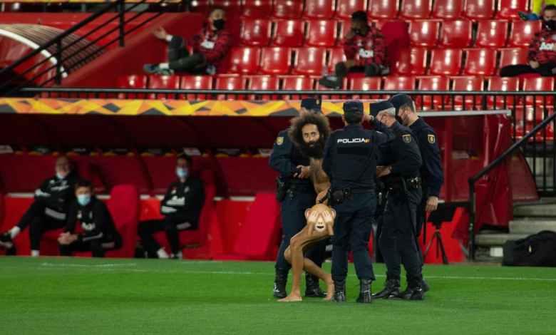 اقتحام شخص عاري مباراة مانشستر يونايتد وغرناطة