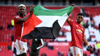 Photo of فيديو.. ثنائي مانشستر يونايتد يحملان علم فلسطين في ملعب أولد ترافورد