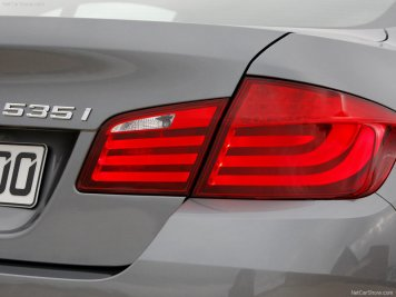 BMW-5-Series_2011_26