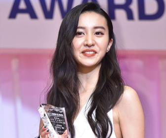 【画像あり】Koki,「日本ジュエリーベストドレッサー賞」受賞!白のノースリーブ&パンツが綺麗すぎる!