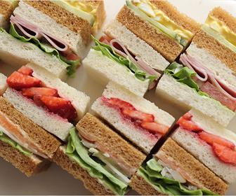 サンドイッチの食べ方