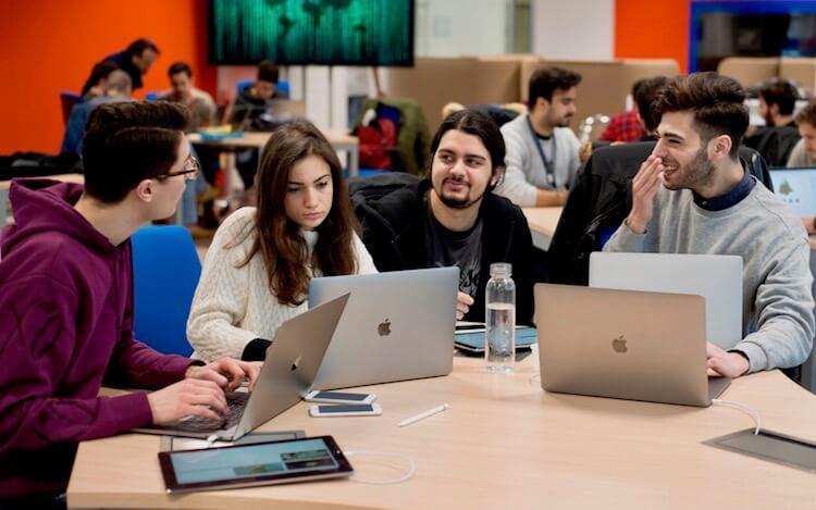Apple проводит набор студентов в свою Академию разработчиков