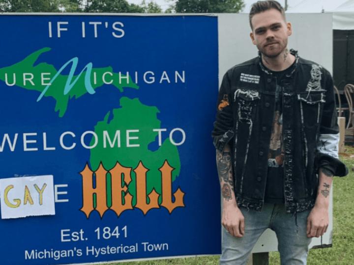 Блогер купил город вМичигане, переименовал его в«Гей ад» иразрешил только радужные флаги