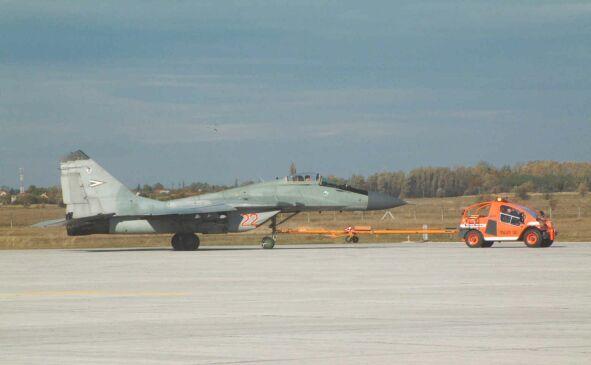 Самый крутой тягач, который можно увидеть на аэродромах Словакии