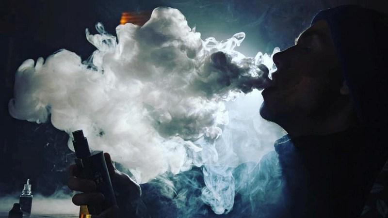 ВСША собрались запретить ароматизированные вейпы после сообщений оновом заболевании
