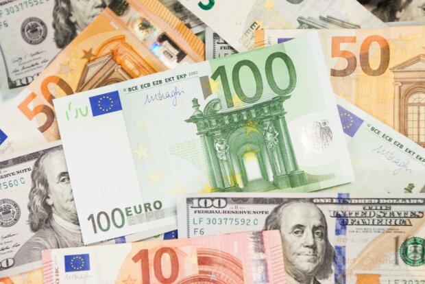 Валюта обновила четырехлетний минимум: курс НБУ на 9 декабря