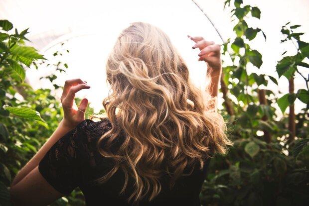 Объемные волосы: легкие кудри