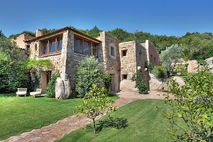The extra luxury villa is in the Emerald Coast