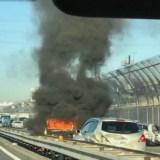京葉道路原木付近で車炎上