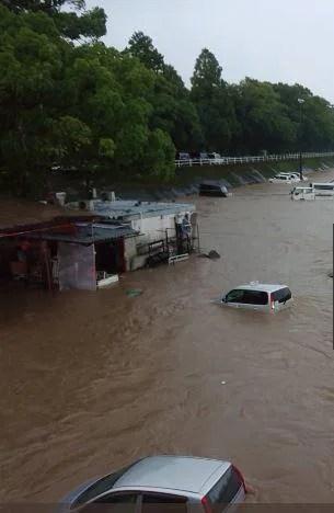 高知県 集中豪雨で車が水没