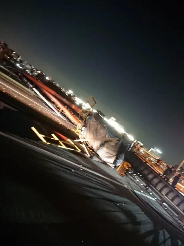 葛飾区青戸二丁目の環状七号線の青砥橋の上でクレーン車が事故